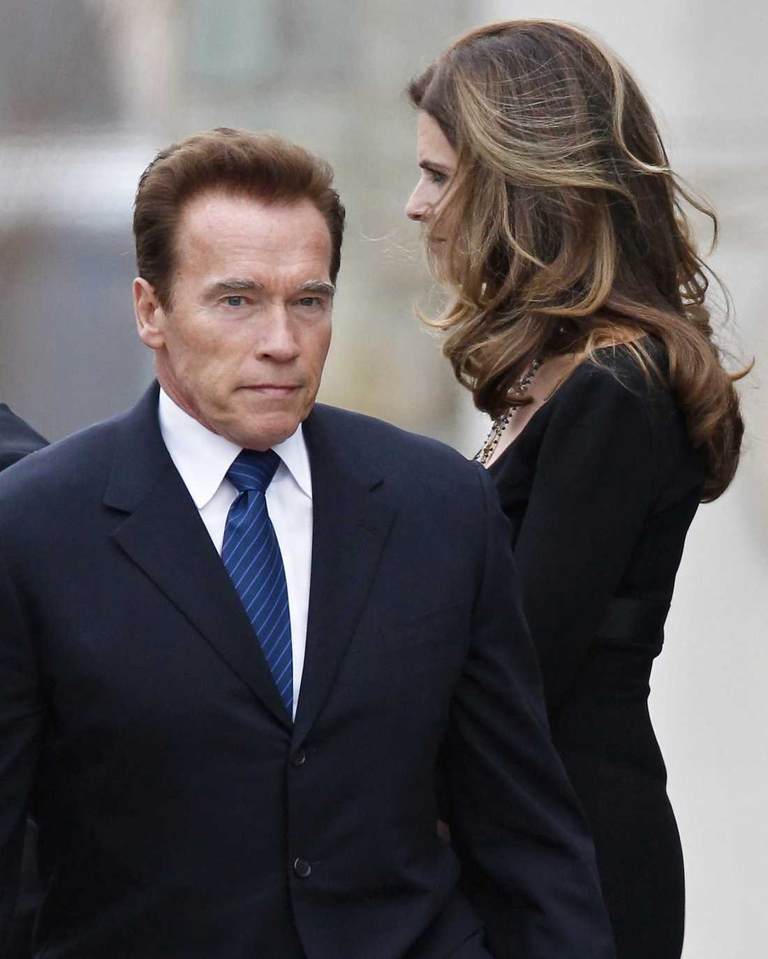 FASADEN RÄMNAR Arnold Schwarzeneggers äktenskap med Mariah Shriver har spruckit. Orsak: avslöjandet om ex-guvernörens okända kärleksbarn.