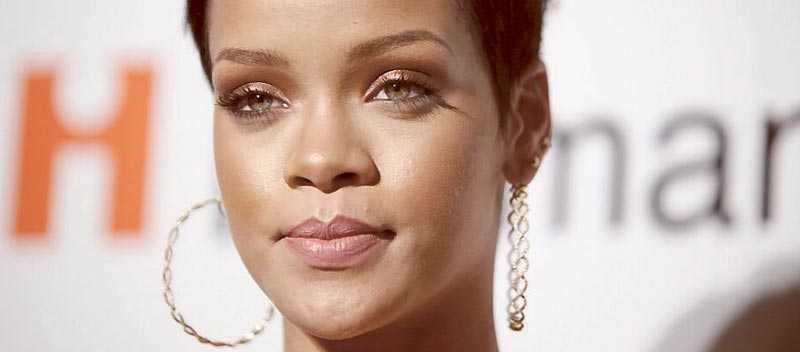 """Rihanna har nu uttalat sig för första gången efter den svåra misshandeln. """"Jag mår bra"""", säger sångerskan."""