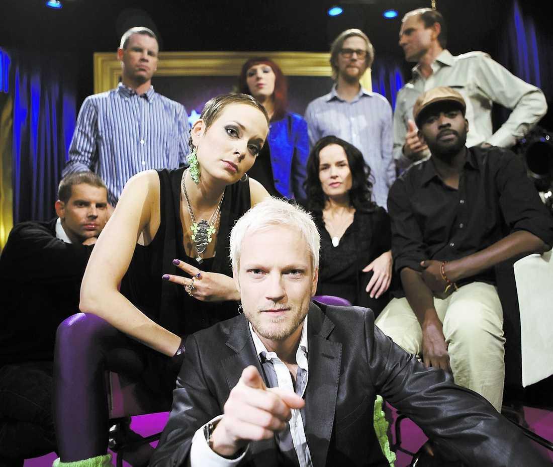 """Grillmästaren Tomas Järvhed och hans komikervänner på SVT:s """"Grillad"""" som har premiär i kväll."""