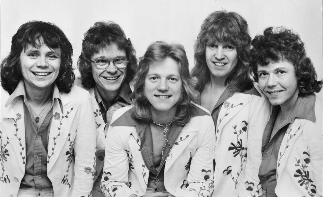 Flamingokvintetten 1975. Åke Andersson, Gunnar Karlsson, Dennis Janebrink, Hasse Carlsson och Boris Estulf.