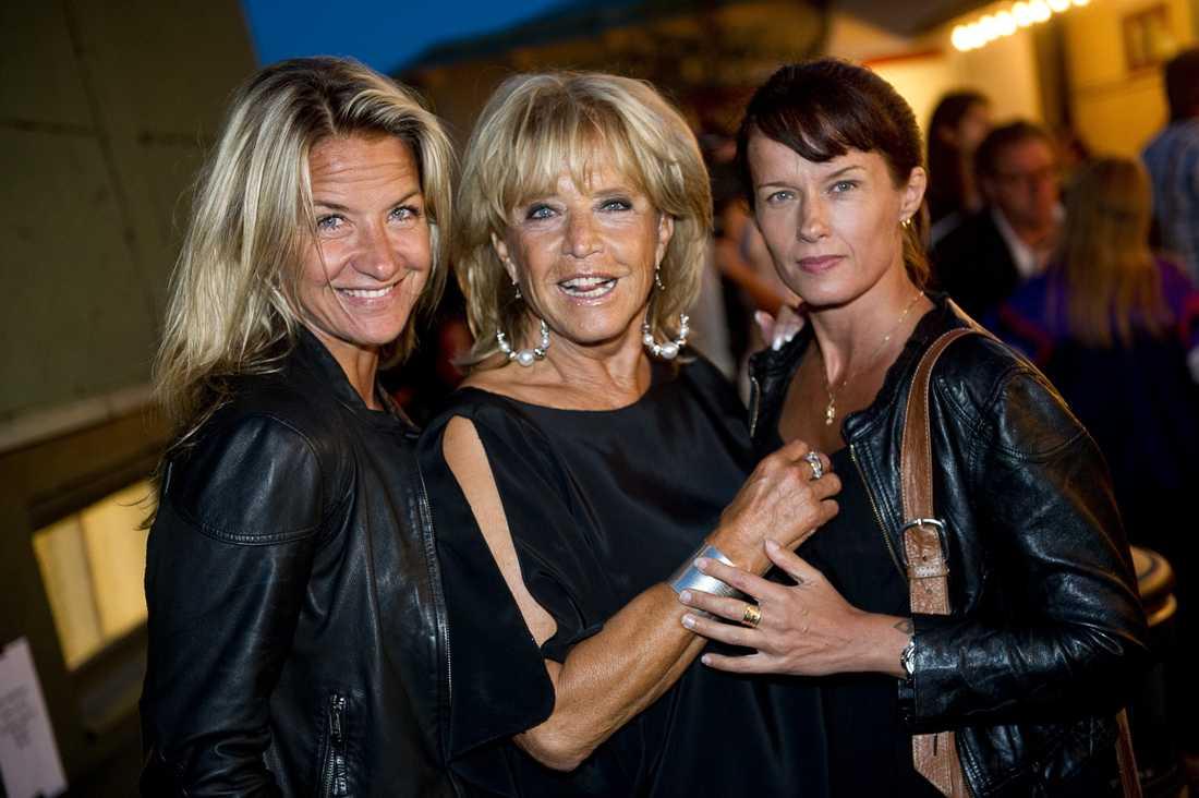Barbro Svensson med döttrarna Kristin Kaspersen och Malin Berghagen.