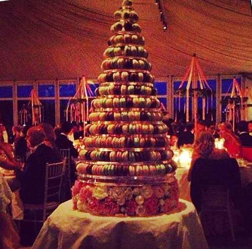 Madde och Chris överraskade gästerna med en minst sagt ovanlig bröllopstårtan.