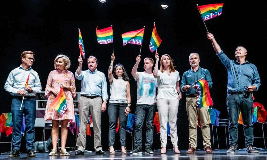 Partiledardebatt under förra årets pridevecka. Från vänster Ulf Kristersson (M), Ebba Busch Thor (KD), Stefan Löfven (S), Gita Nabavi (Fi), Gustav Fridolin (MP), Annie Lööf (C), Jan Björklund (L) och Jonas Sjöstedt (V).