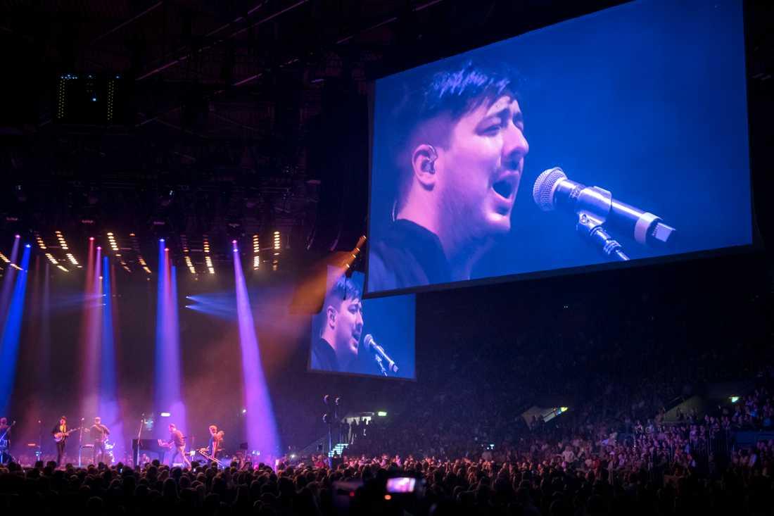 Marcus Mumford och hans Mumford & Sons bars av publikens kärlek på konserten i Scandinavium i Göteborg.