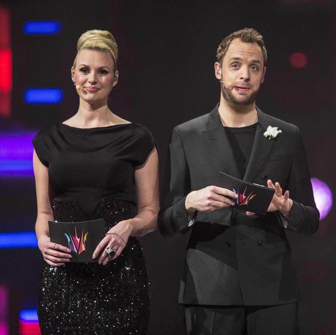 OCH VINNAREN ÄR … När programledarna Sanna Nielsen och Robin Paulsson läser upp vem som är årets vinnare av Melodifestivalen på lördag är svenska folkets 473 poäng utsmetade över alla tolv bidrag - medan den internationella juryn bara födelar sin pott på sju bidrag.