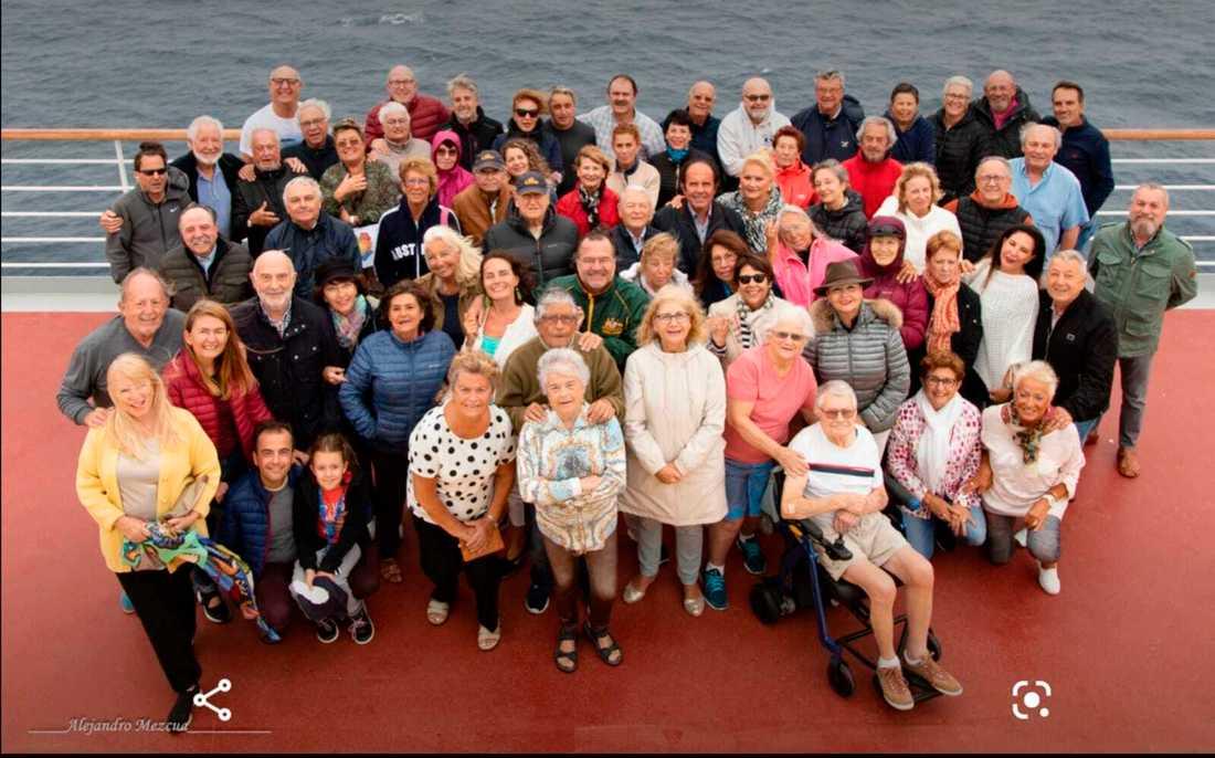 En grupp spanska kryssningsresenärer ombord på Costa Deliziosa. Nu närmar sig resan sitt slut.