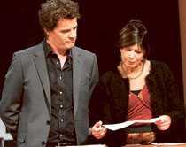 Melodifestivalens projektedare Martin ÖsterdahL går igenom bidragen med notarius publicus inför Melodifestivalen 2007.