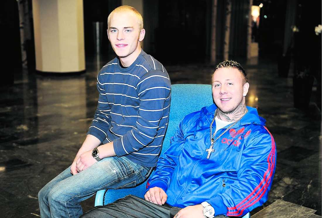 """mirakelräddningen Jakob Vallin, 21, lyckades rädda Andreas Neuman, 26, från en smärtsam död. """"Han är en riktig hjälte och har en garanterad plats i himlen om jag får bestämma"""" säger Andreas."""