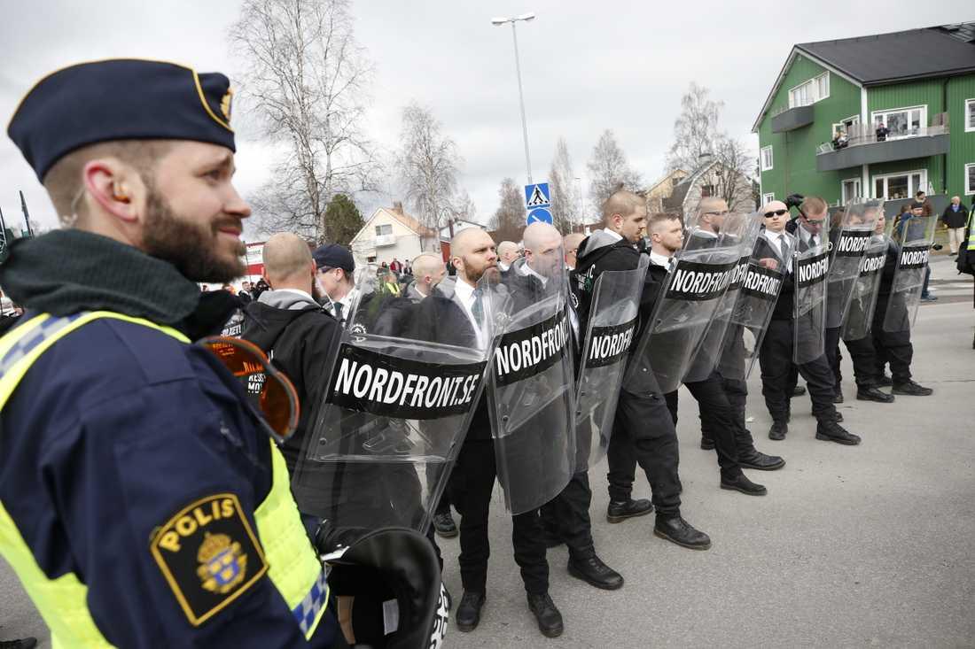 Den nazistiska organisationen Nordiska motståndsrörelsens planerar att demonstrera i Ludvika och Kungälv på första maj. Här en bild från NMR:s förstamajtåg i Ludvika 2018.
