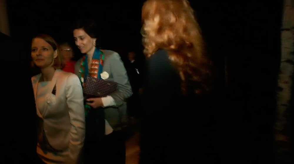 Här lämnar Jodie Foster bröllopsfesten tillsammans med frun Alexandra Hedison.