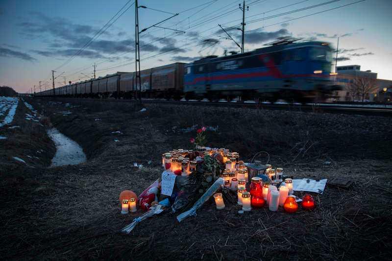 I mars 2013 orkade inte 13-åriga Linn leva längre. Hon klev ut på spåret i Kumla när tåget kom och tog sitt liv.