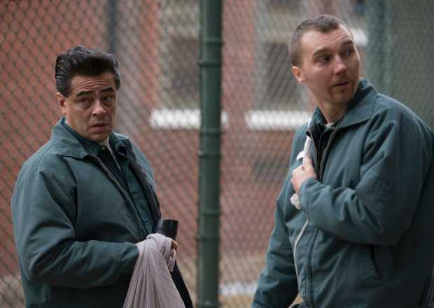Benicio del Toro och Paul Dano.