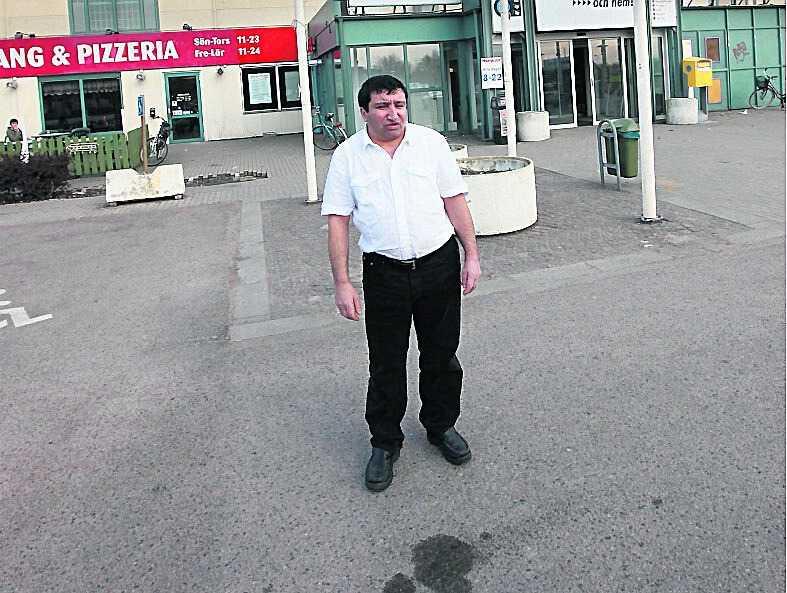 Vittne Durson Sajgili blev vittne till hur kvinnan slogs ner på parkeringen utanför Hemköp.