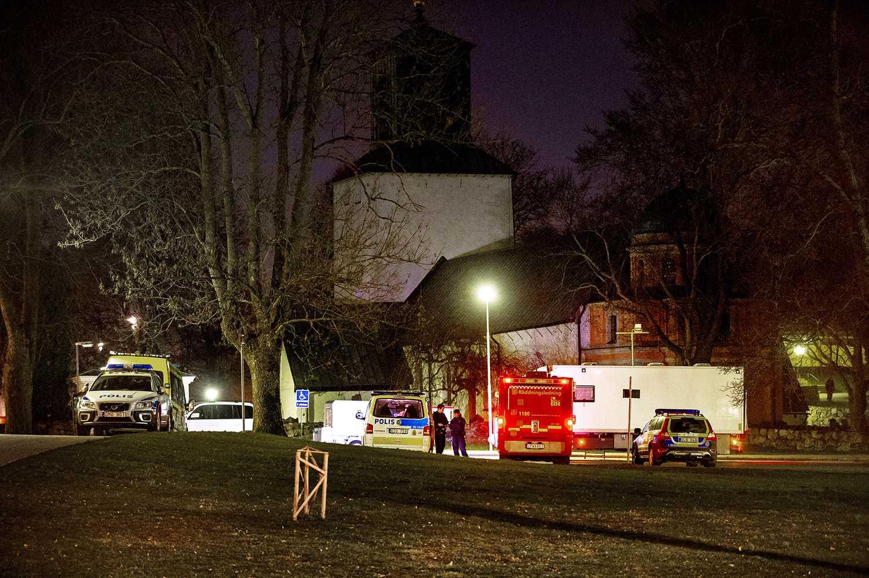 Polis och räddningstjänst på plats.