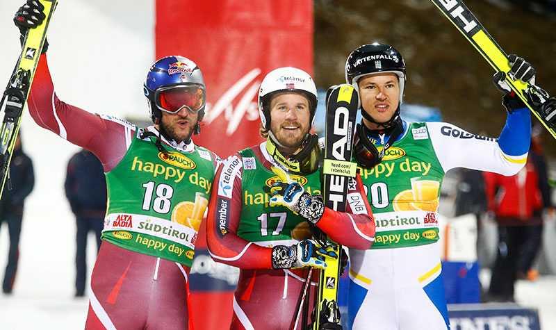 Myhrer på pallen tillsammans med Aksel Lund Svindal och Kjetil Jansrud.