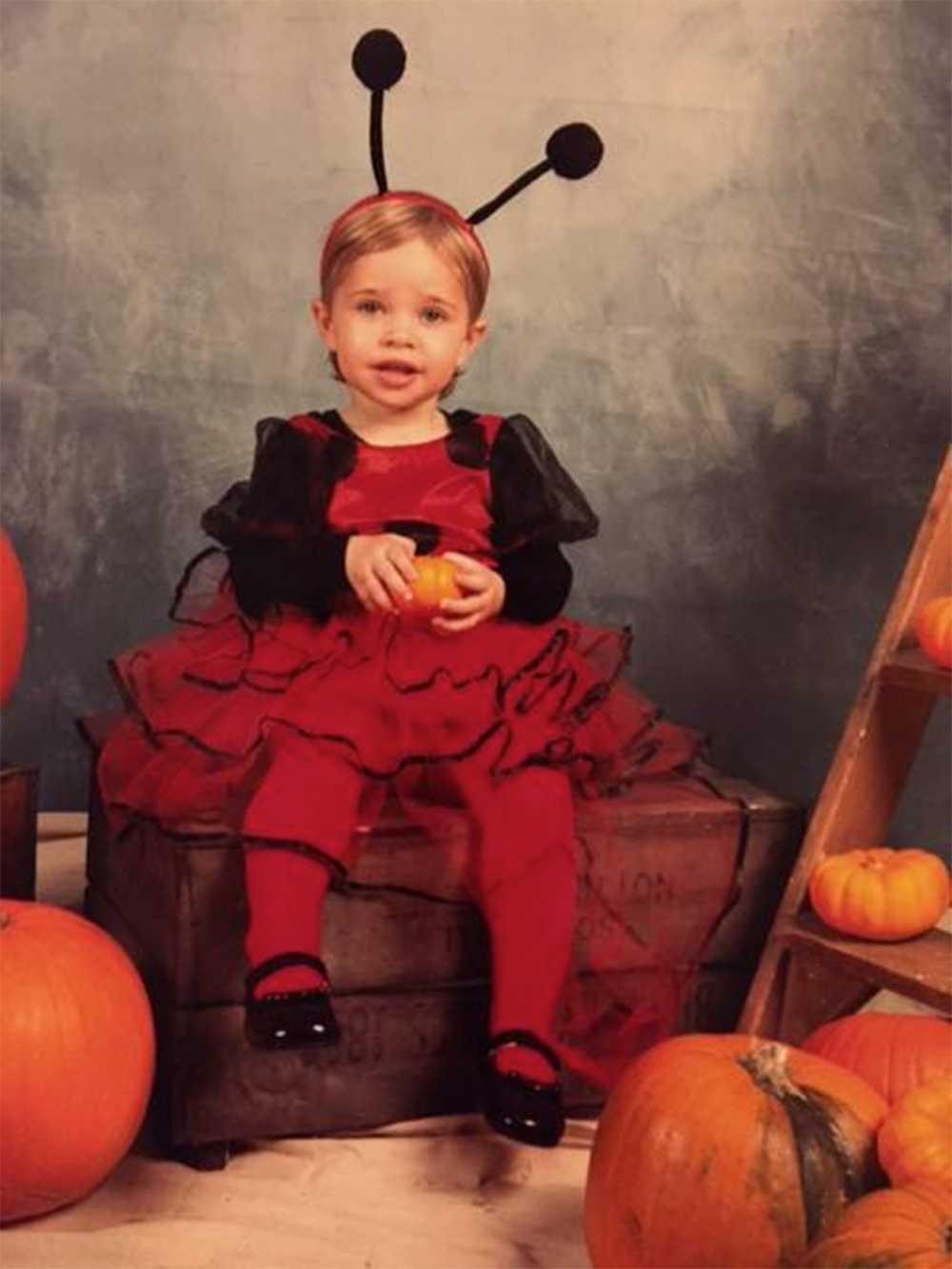 Sötchock! Leonore i sin halloweenutstyrsel.
