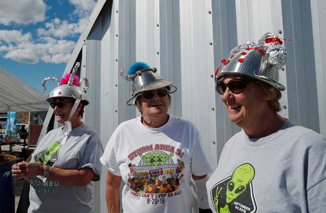 Människor samlades utanför Area 51 i Nevada efter vad som började som ett skämt på Facebook.