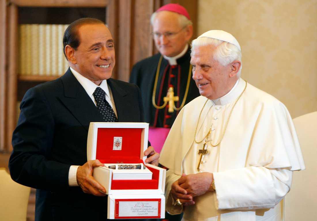 Berlusconi och påven.