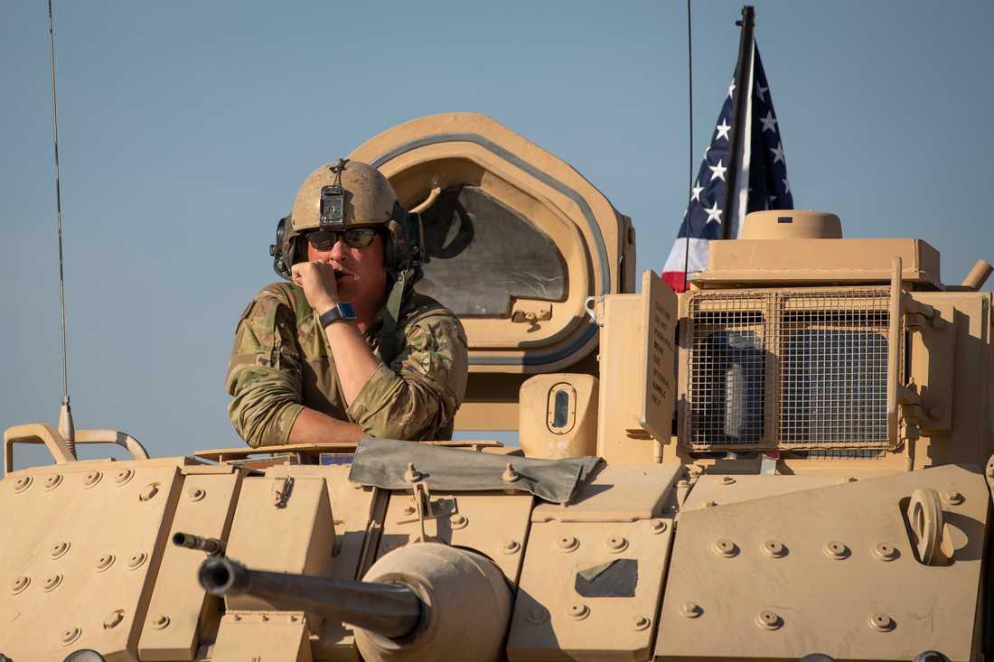 En amerikansk soldat på en bas i Syrien. Kampen mot IS-extremisterna är långt från över, enligt den amerikanska utrikesministern. Arkivbild.