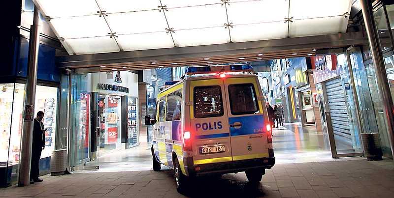 TERRORHOT Fyra män greps i Göteborg efter en massiv polisinsats. Det luktar internationellt samarbete mellan säkerhetstjänster. Vi måste skydda oss, men samtidigt garantera att rättssäkerheten inte sätts åt sidan.