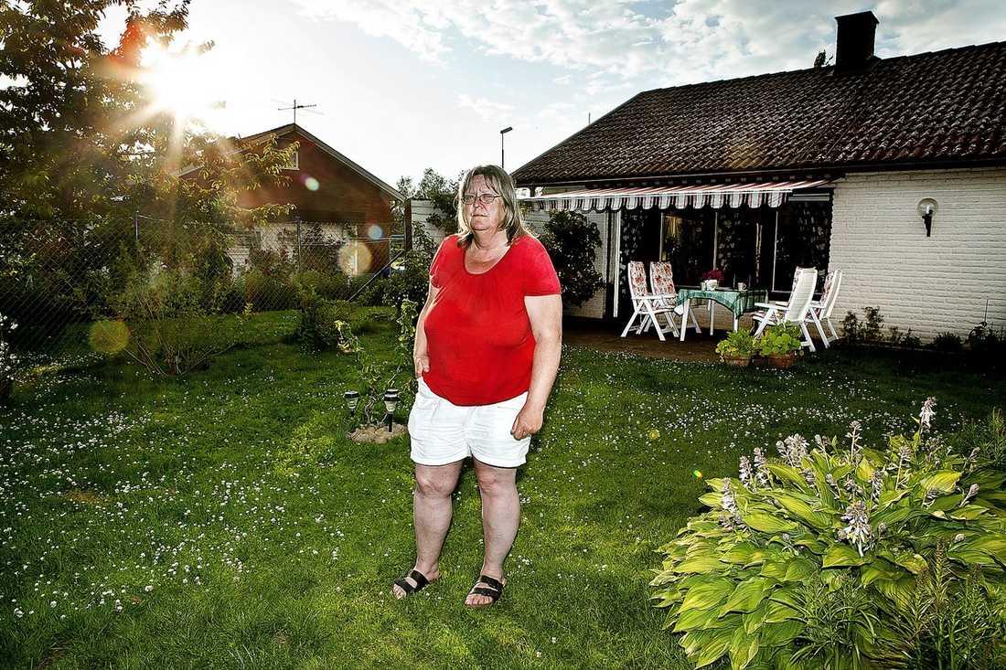 FALLIT MELLAN STOLARNA Samma dag som Anette Fridolfsson fick brevet om att hon förmodligen blir utan sjukersättning åkte hon till Arbetsförmedlingen för att skriva in sig. Där fick hon höra att hon är för sjuk. Nu står hon helt utan inkomst sedan två månader.