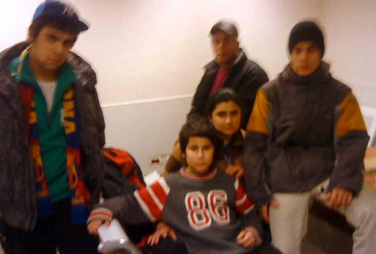 Familjen på flygplatsen i Armenien. Från vänster: Haik, David, Susanne, Samuel och Valeri.