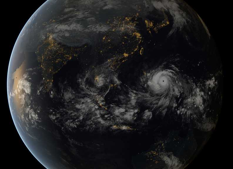 En bild på Haiyan tagen med satelliter från japanska meteorologiska institutet och European Organisation for the Exploitation of Meteorological Satellites (EUMETSAT)