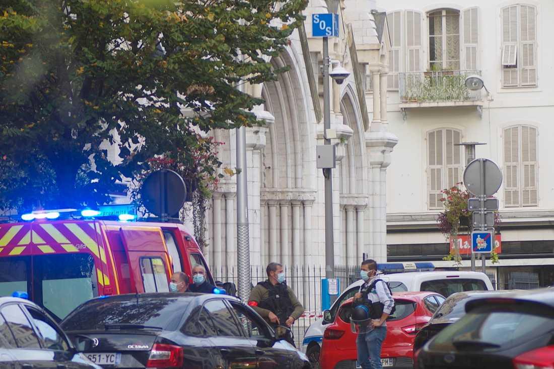Tre personer har dödats och flera personer skadades i en misstänkt terrorattack i Notre Dame- katedralen i Nice på torsdagsmorgonen.