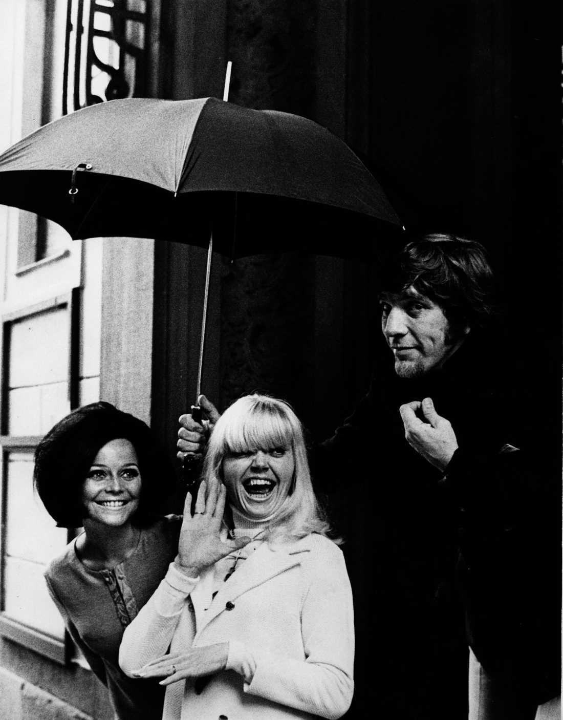 Owe Thörnqvist med Carole och Laila Westersund, år 1968.