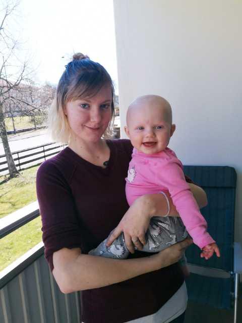 Astrid Topsom som är mammaledig med dottern Cornelia har drabbats hårt av dödsförklaringen.