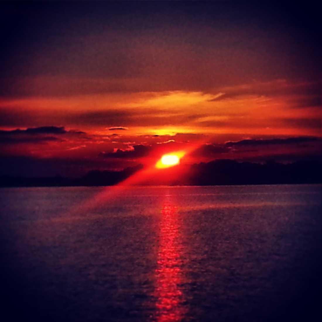 Solen går ner över Västervik.