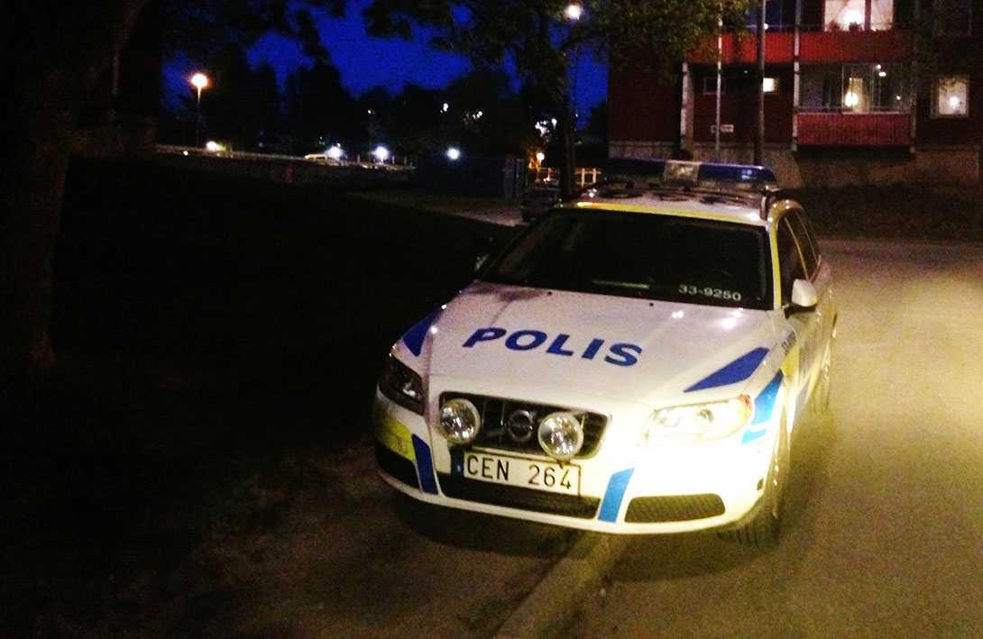 Polisen sköt ihjäl en 69-årig man i Husby i norra Stockholm.