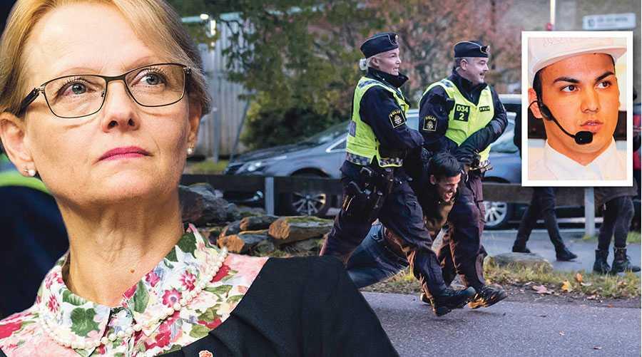 Debattören vänder sig direkt till Heléne Fritzon för att stoppa utvisningarna till Afghanistan. På bilden en motdemonstrant inför en tidigare utvisning i Kållered.