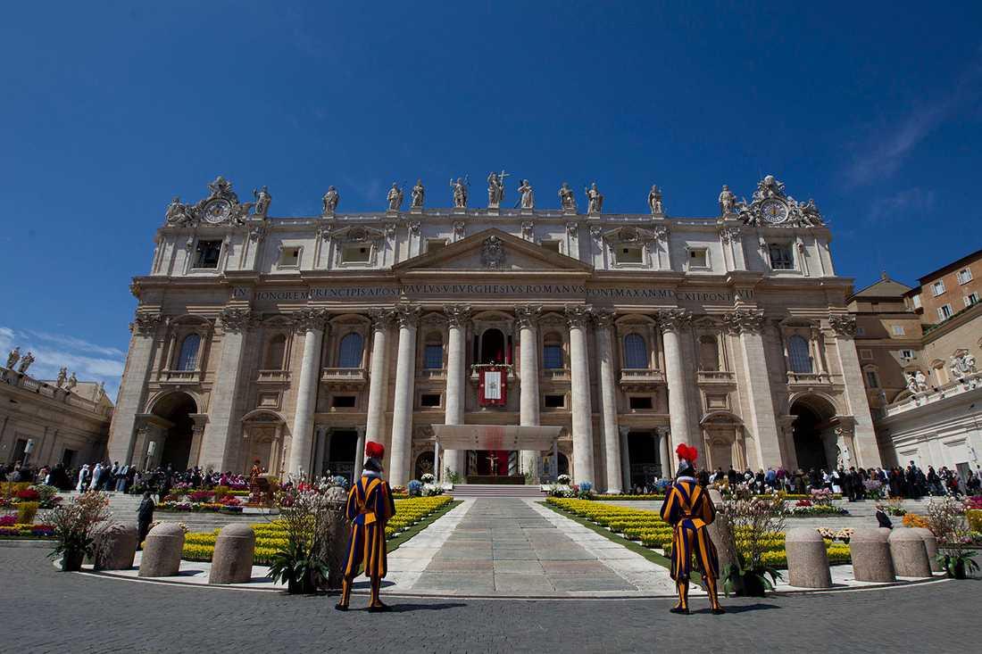 VÄRLDENS MINST BEFOLKADE STAD Vad som ska räknas som stad kan man tvista om. Hum i Kroatien (16 invånare) brukar titulera sig som världens minsta. Men här utnämns Vatikanstaden till världens minst befolkade med sina 842 invånare.