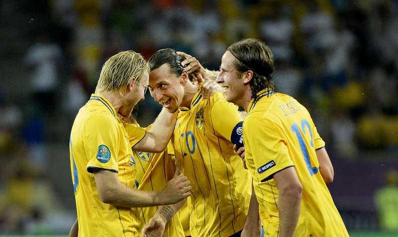 Ola Toivonen kramar om Zlatan Ibrahimovic.