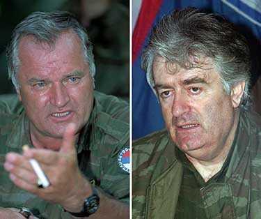 Ratko Mladic till vänster var bosnienserbisk överbefälhavare och Radovan Karadzic var president.