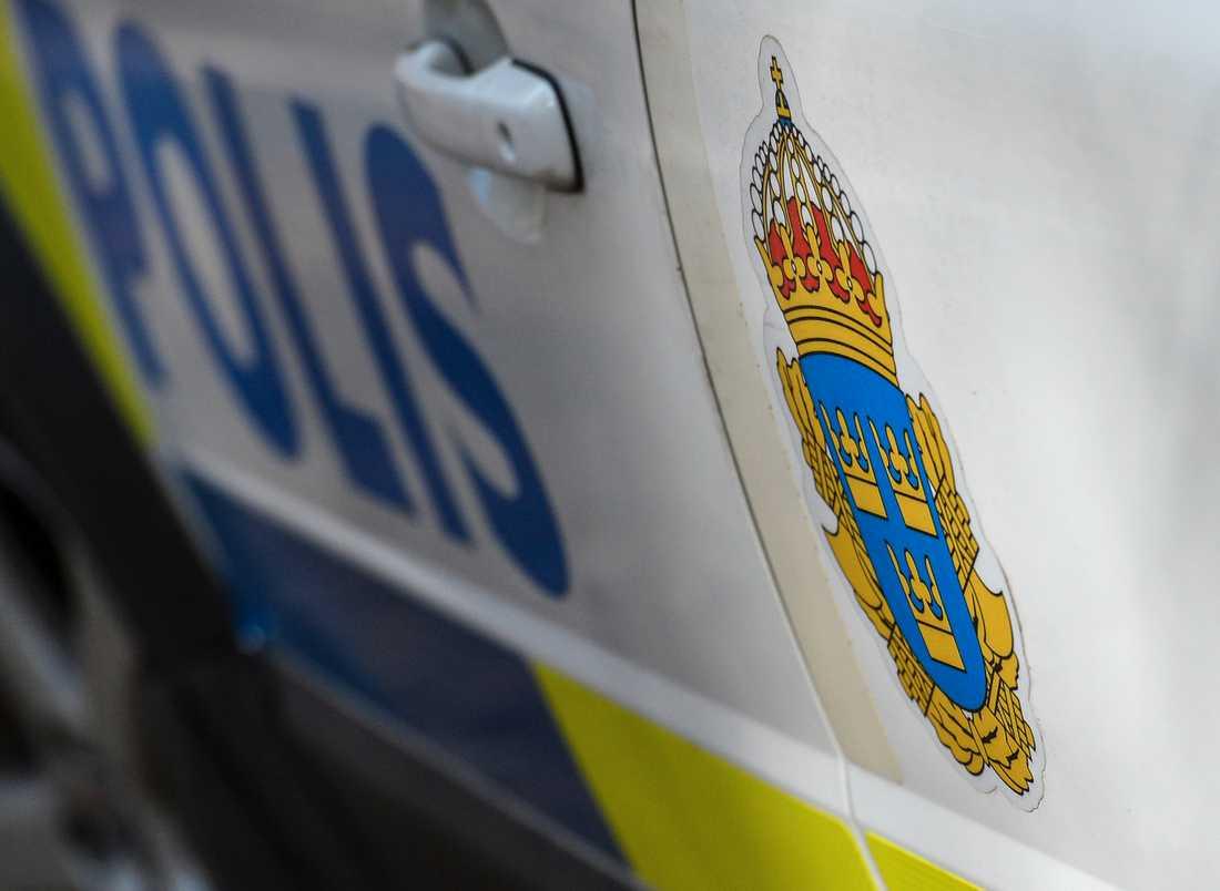 Polisen söker efter en bilförare som har försökt köra på en polis i Stenungsund. Arkivbild.