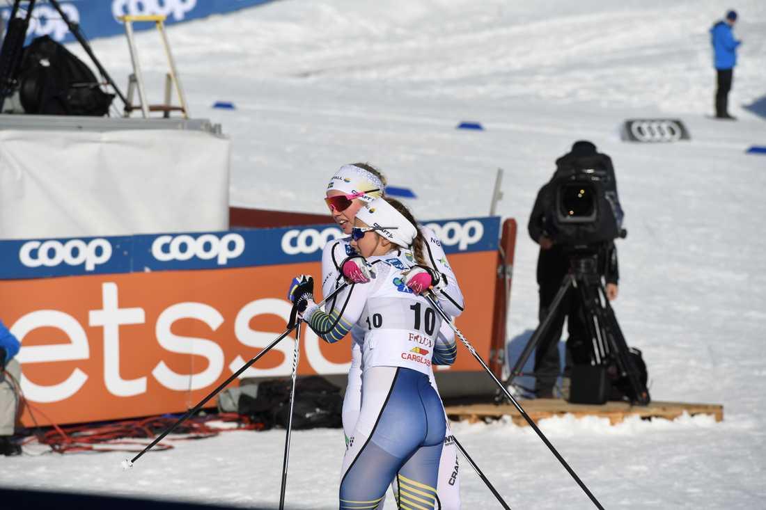Johanna Hagström tröstades efter målgång.