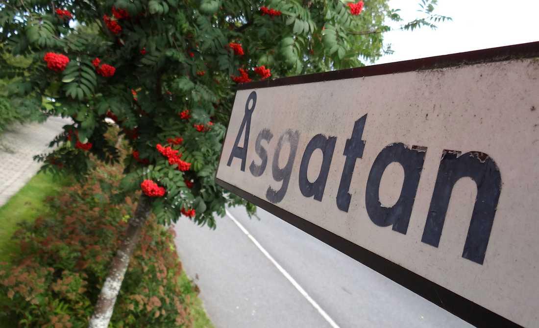 Dubbelmordet skedde på Åsgatan i centrala Linköping.