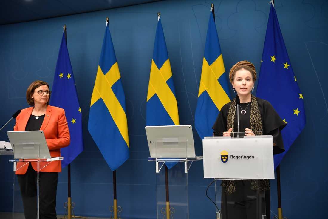 Vice statsminister Isabella Lövin (MP) samt kultur- och demokratiminister Amanda Lind (MP) meddelar att regeringen och C och L vill satsa 100 miljoner kronor för att stötta civilsamhället.