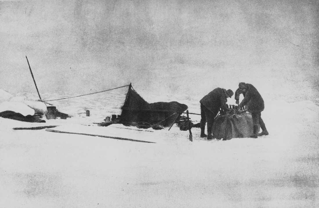 Vätgasballongen med namnet Örnen lyfte den 11 juni 1897 med Nordpolen som mål. Expeditionen misslyckades och upptäckarna Andrée, Frænkel och Strindberg omkom. Arkivbild.