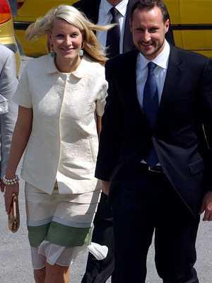 Mette-Marit och Haakon väntar barn tillsammans.