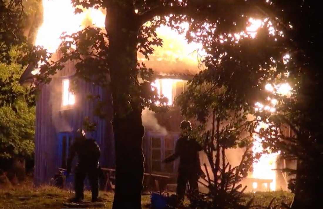 """Brandkår fick rycka ut till """"Farmen""""-gården."""