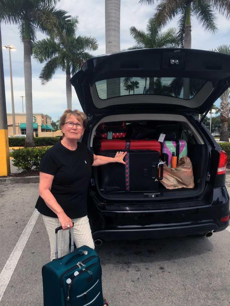 Suzy Persson, 75, blev utan vatten i Fort Lauderdale. Hon är i Florida tillsammans med Ida Antonsson, 22, Marie-Louise Antonsson, 51, och Oscar Antonsson, 19.