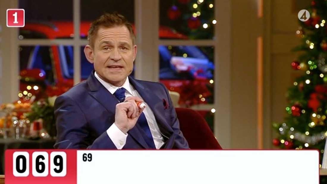 Det dröjde 36 minuter innan Rickard Olsson började ropa ut numren i ettans bingo.