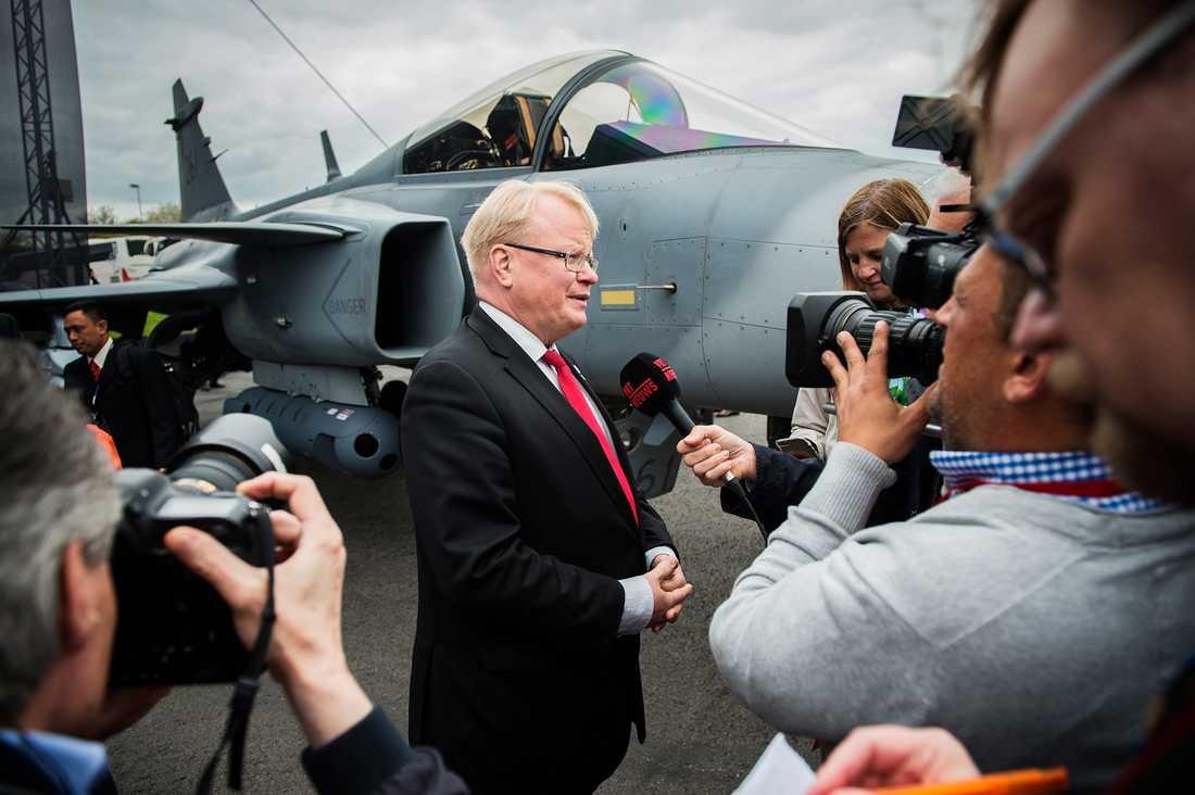 Visning av nya Jas Gripen E. Försvarsminister Peter Hultqvist.