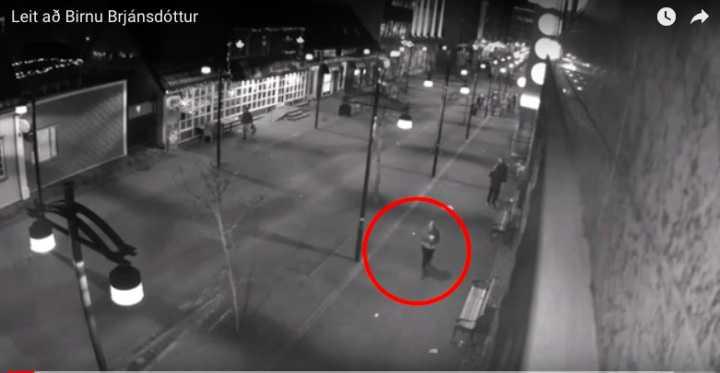Övervakningsbild på Birna Brjánsdóttir innan hon försvann.