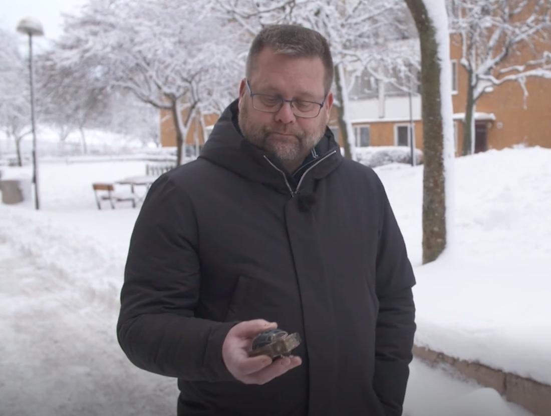 Kriminalinspektör Lars Bröms vädjar om tips efter granatdetonationen.