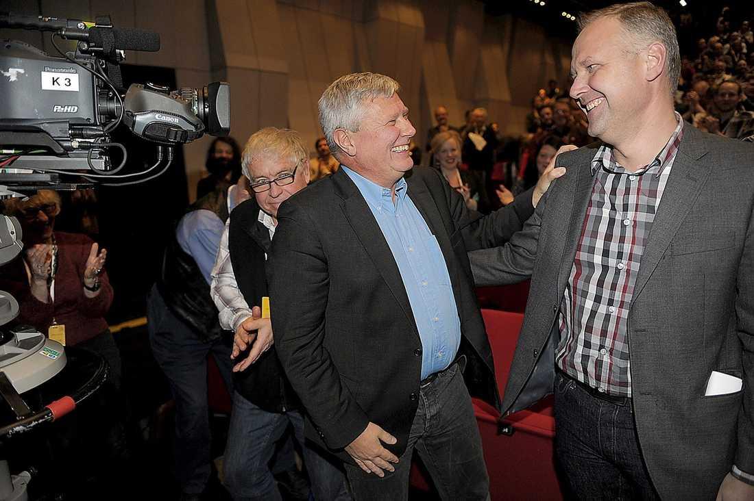 EFTERTRÄDAREN Lars Ohly tackades i går av efter sin tid som partiledare för Vänsterpartiet. Aftonbladets undersökning avslöjar att förväntningarna på efterträdaren Jonas Sjöstedt är superhöga, hela 80 procent vill se ett valresultat på minst 8,3 procent 2014.