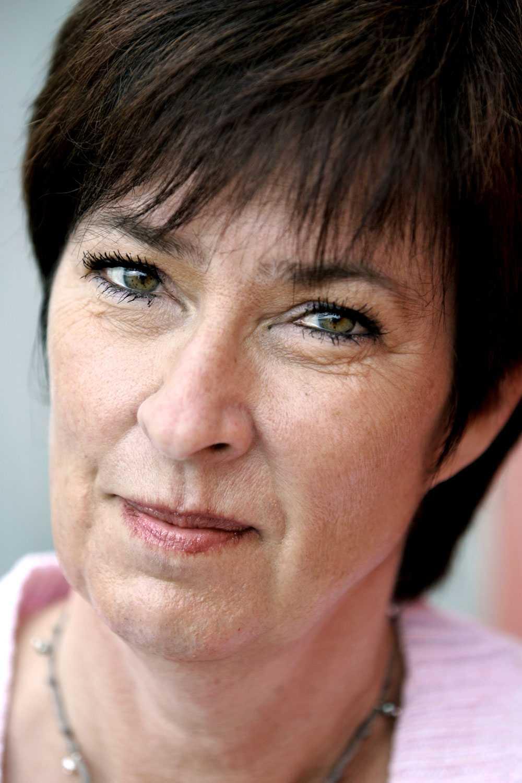 En enorm saknad Mona Sahlin tänker på sin väninna Anna Lindh nästan varje dag.